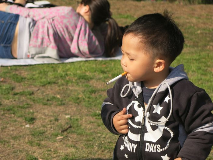 Smoking Chinese Baby (5 pics)
