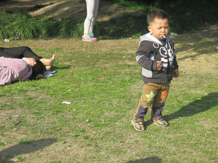 Smoking Chinese Baby (5 pics)