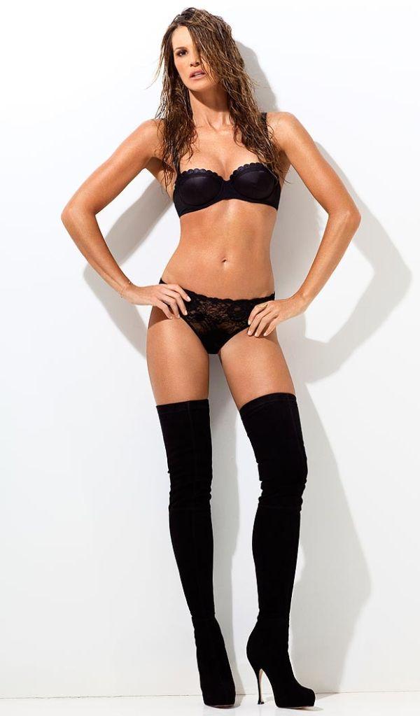 Elle Macpherson Looks Great (4 pics)