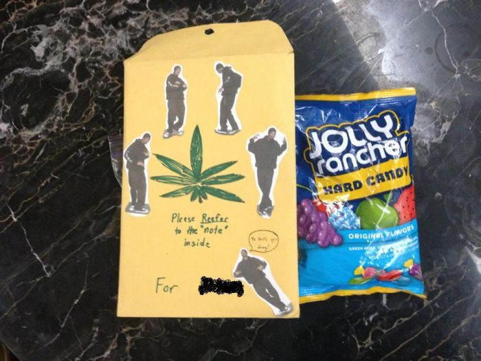 Girl Got Asked to Prom on 4/20 (4 pics)