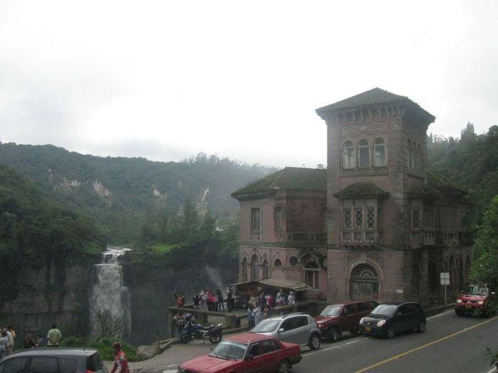 El hotel abandonado del Salto en Colombia
