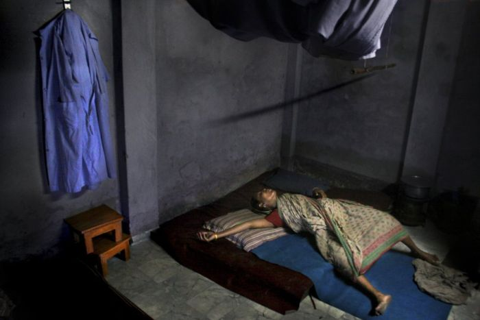Woman Gives Birth in the Slums of Bangladesh (12 pics)