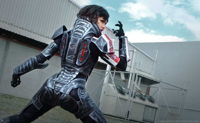 Amazing Mass Effect Female Shepard Cosplay (7 pics)