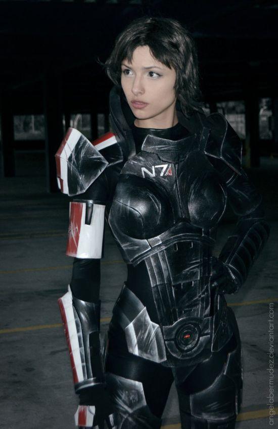 Amazing Mass Effect Female Shepard Cosplay (7 pics)
