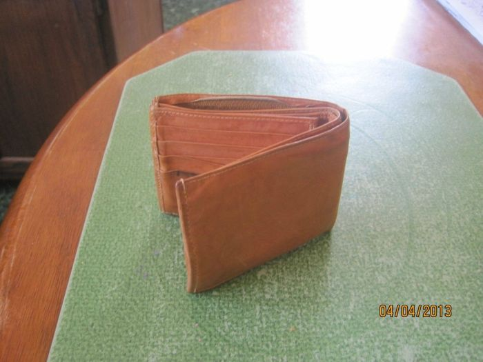 The Twenty Five Cent Thrift Store Wallet (4 pics)