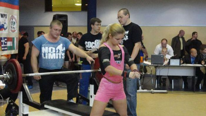 Powerlifting Champ Aya Antipova (22 pics)