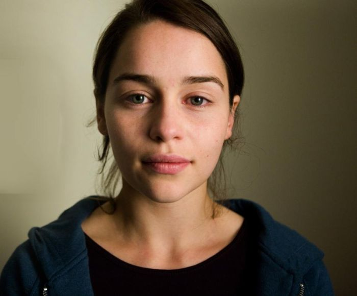Emilia Clarke in the Movie, Real Life and Without Makeup (5 pics)