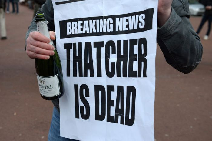 People Celebrate Margaret Thatcher's Death (30 pics)