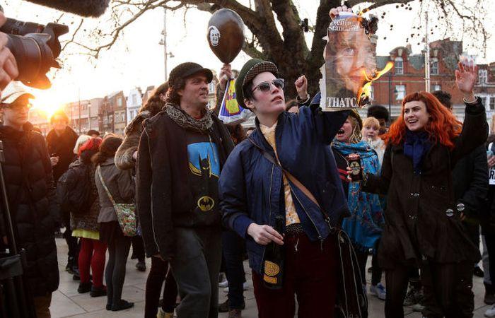 People Celebrate Margaret Thatcher's Death (30 pics)