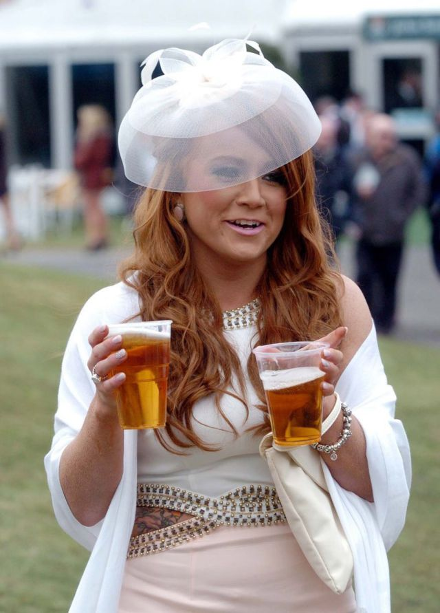 Aintree Grand National 2013 Ladies Day (40 pics)