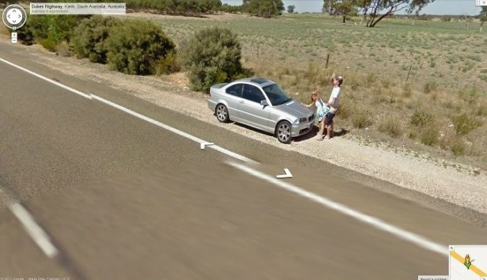 Sexy Road Show on Google Street View (3 pics)