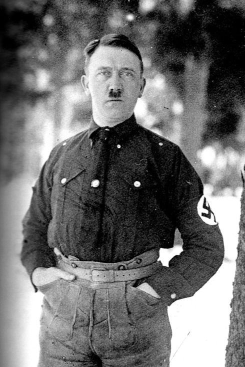 Hitler in Shorts (5 pics)