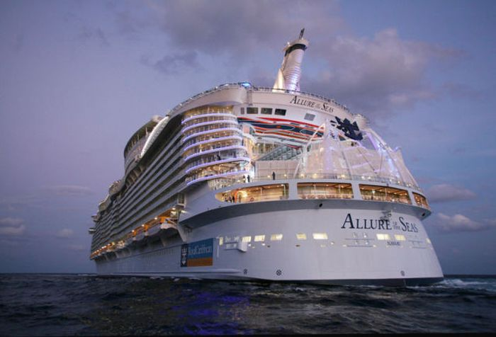 "The Inner Workings of ""Allure of the Seas"" (36 pics)"