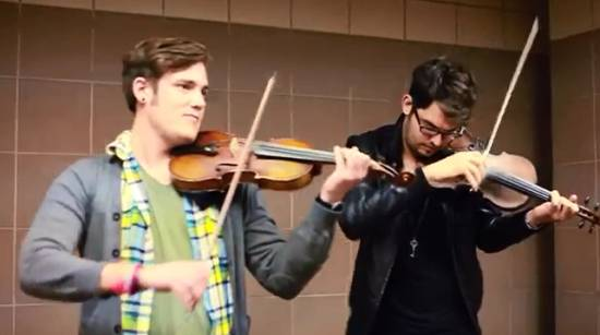 Awesome Street Musicians Violin Cover of 'I Knew You Were Trouble'