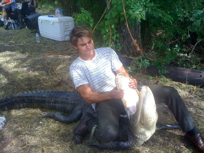 Zac Efron Wrestling An Alligator (4 pics)