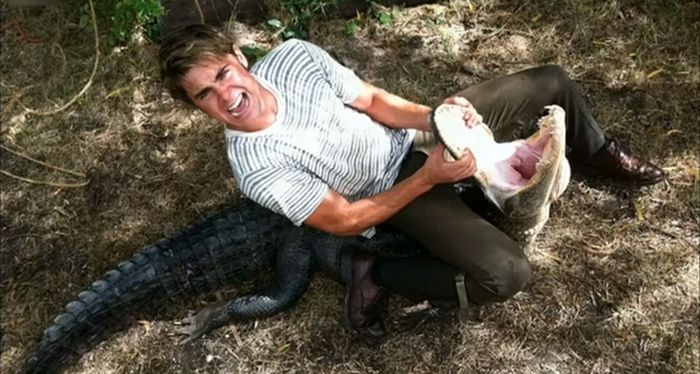 Zac Efron Wrestling An Alligator (4 pics)