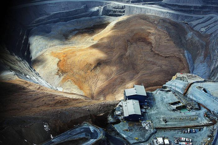 Landslide Aftermath in Kennecott's Bingham Canyon Mine (23 pics)