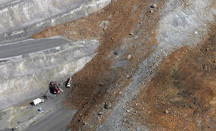 Landslide Aftermath in Kennecott's Bingham Canyon Mine (23 pics)