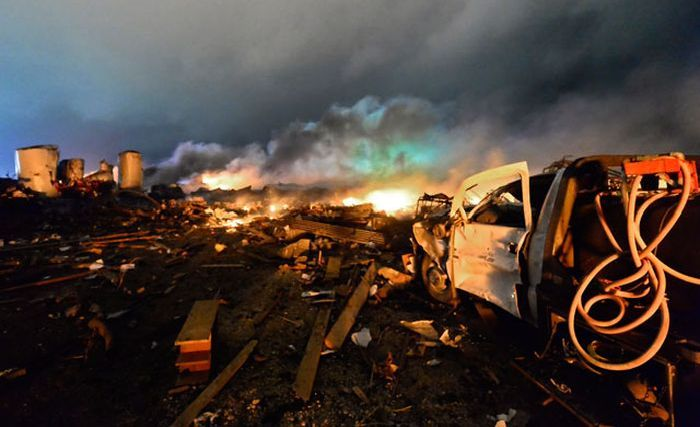 Explosion in Texas (21 pics + video)