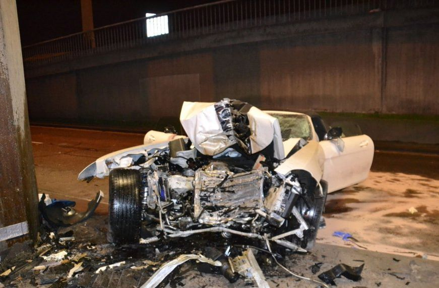Mercedes-Benz SLS AMG Roadster Crash (8 pics)
