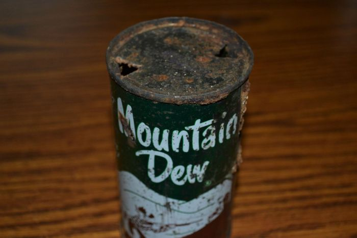 1950's Mountain Dew Can (5 pics)