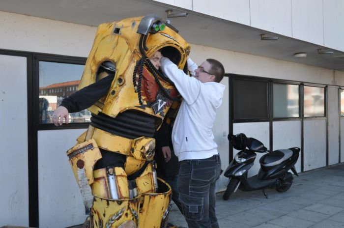 Awesome Warhammer 40K Costume (35 pics)