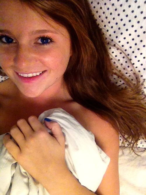 Cute Girls Laying in Bed (36 pics)