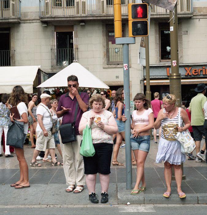 Woman Receives Strange Looks in Public (16 pics)