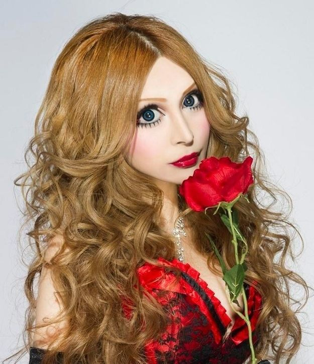 Japanese Woman Becomes a French Doll (15 pics)