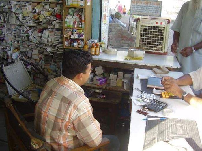 Pharmacy in India (4 pics)