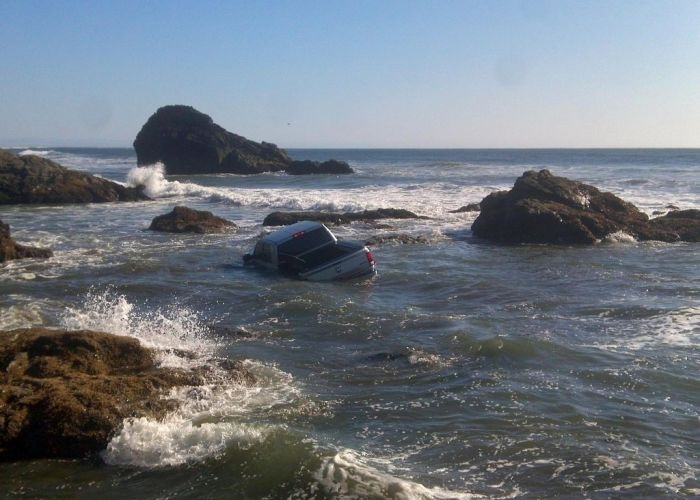 Beach Parking Fail (3 pics)
