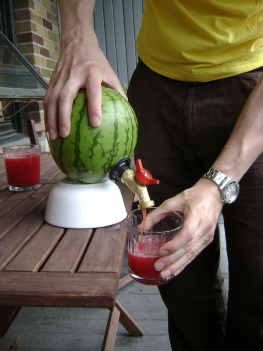 How to Make a Watermelon Keg (15 pics)