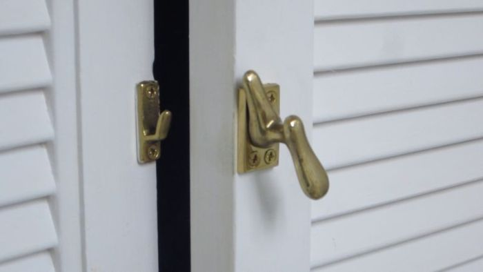 How to Open a Lock with a Paper Clip (48 pics)