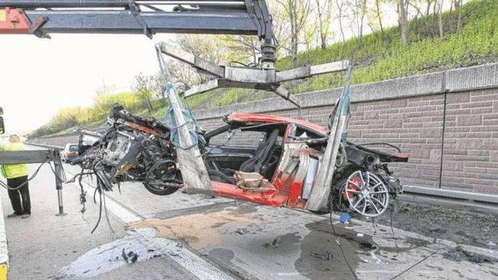 Driver Crashes His Ferrari (7 pics)