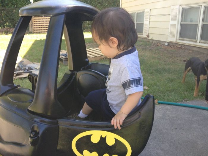 DIY Batmobile (24 pics)