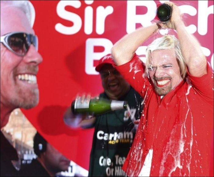 Richard Branson Turns Stewardess (9 pics)