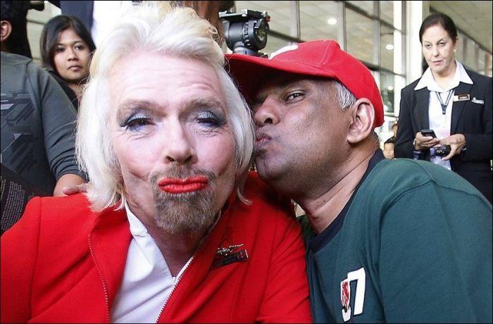 Richard Branson Turns Stewardess (9 pics)