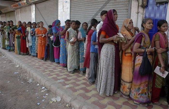 Lines in India (5 pics)