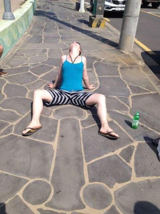 Women Doing Bizarre Things (66 pics)