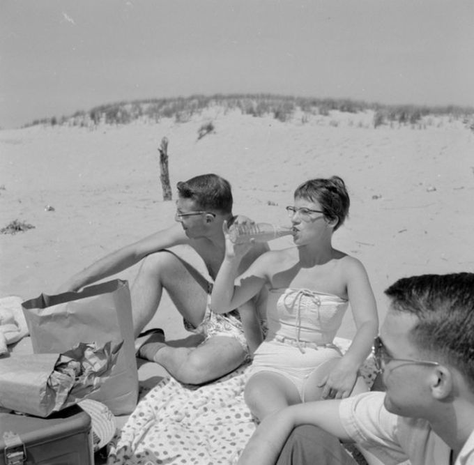 Teens: 1950s vs Today (28 pics)