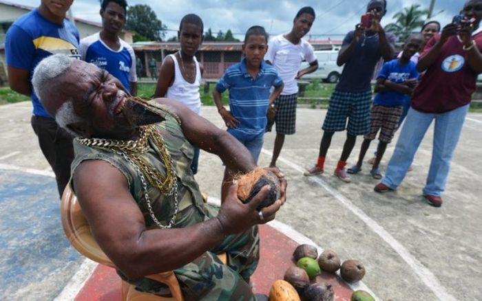The Coconut Peeler (12 pics)