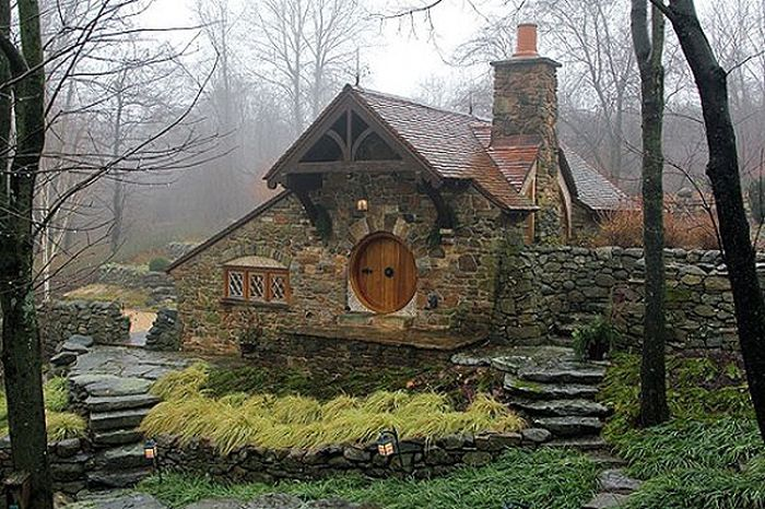 Hobbit House For Tolkien Fan (18 pics)