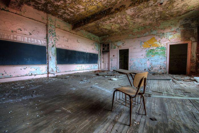 Abandoned Schools (32 pics)