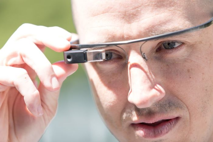People Wearing Google Glass (40 pics)