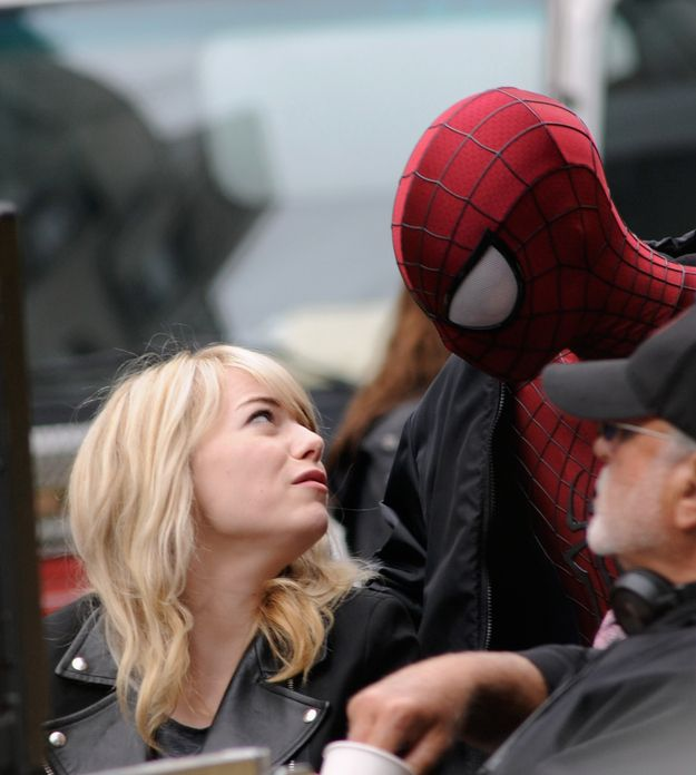 Emma Stone Kisses Spiderman (4 pics)
