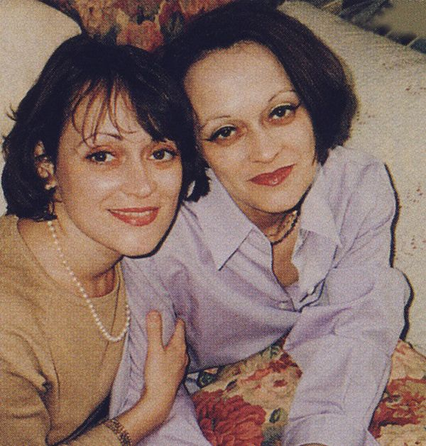 Twin Girls from The Shining Then and Now (2 pics)