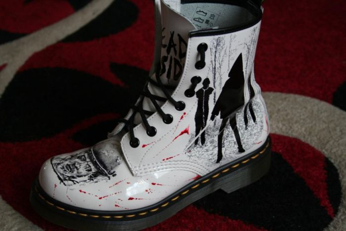Walking Dead Boots (7 pics)