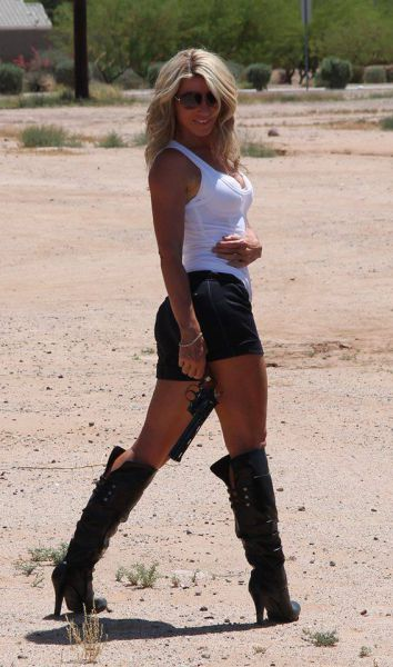 Girls with Guns Make a Perfect Match (39 pics)