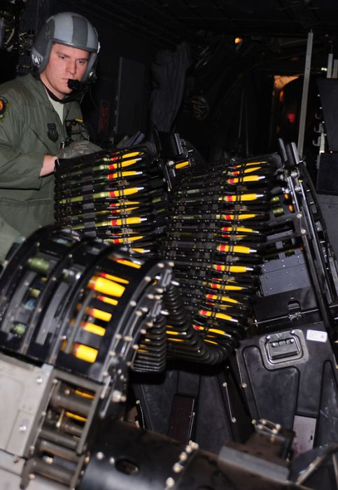 A Look Inside Lockheed AC-130 (42 pics)