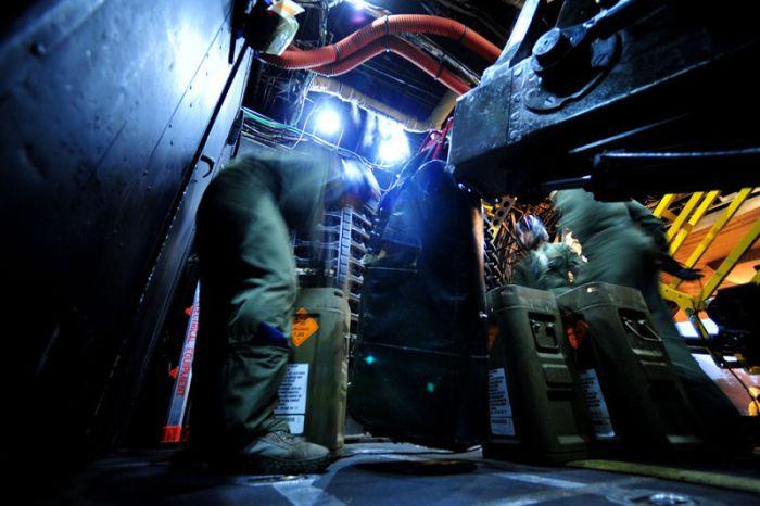 A Look Inside Lockheed AC-130 (42 pics)